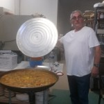 Emidio Galassi e la paella in bottega