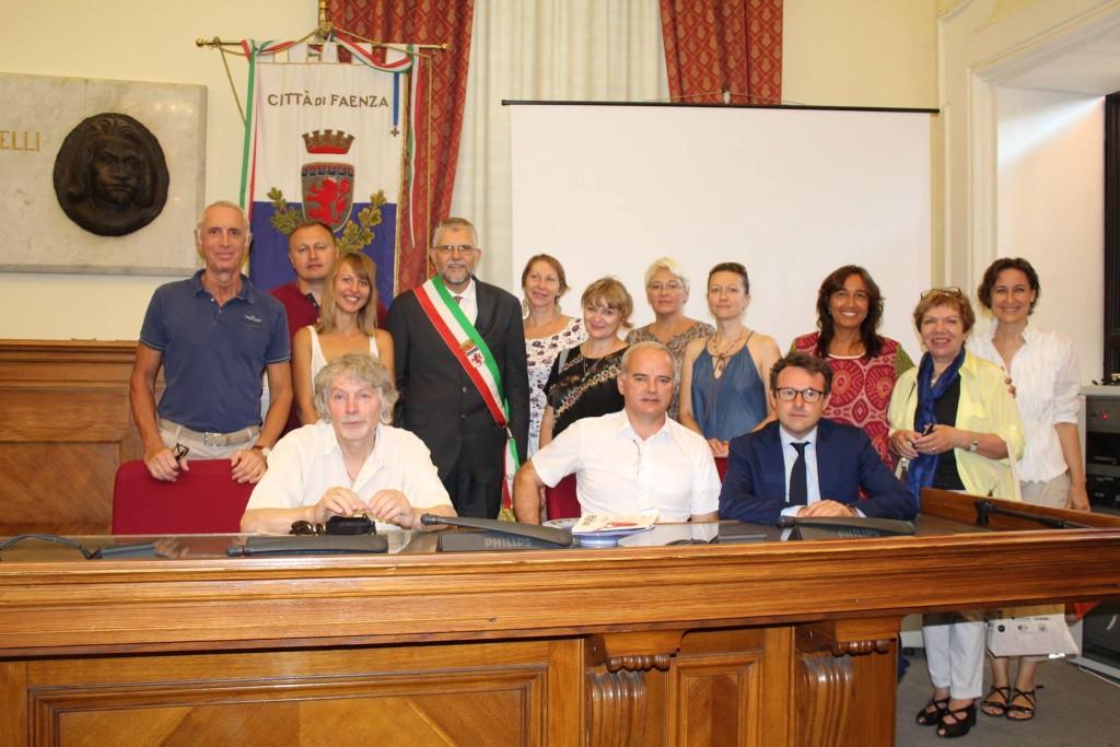 delegazione ceramisti russi in Comune a Faenza