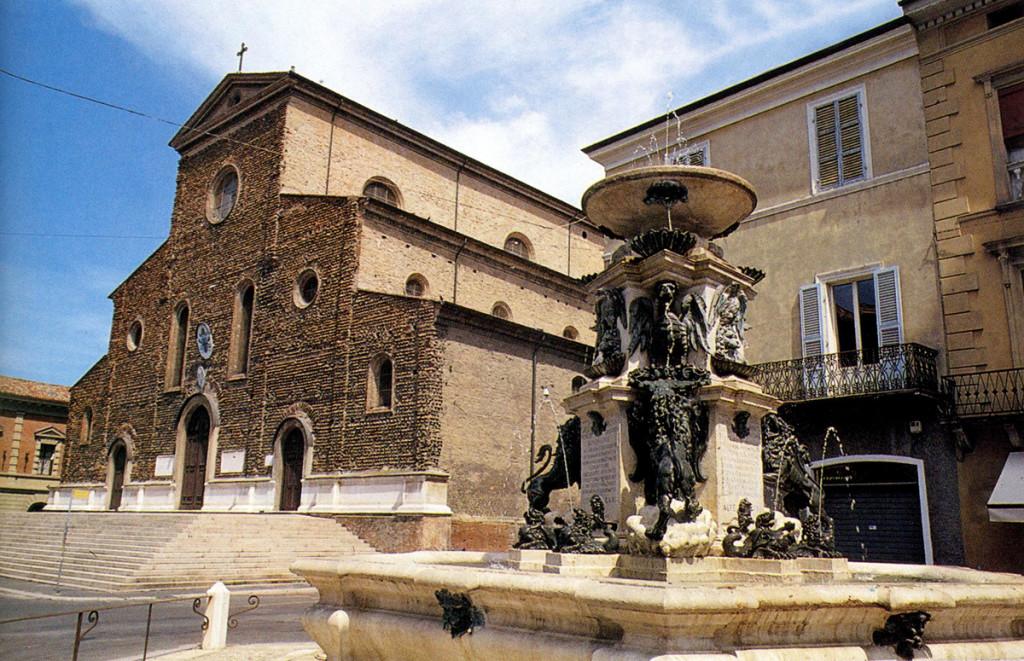 Cattedrale di Faenza e fontana monumentale